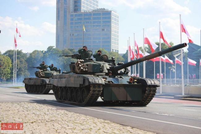 针对俄军?美军坦克战机现身波兰阅兵式
