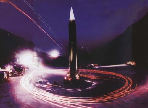 军报说给有心人听:战略导弹实现全天候机动 可随时发射 (图)