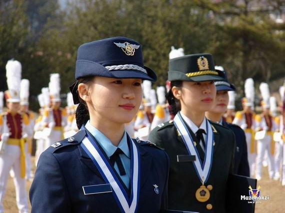韩国海军女兵遭3战友连环强奸 试图自杀 (韩国女兵组图)