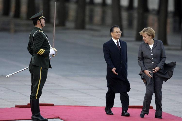 中国总理和德国总理 温总的掌风强劲啊~~~(图)
