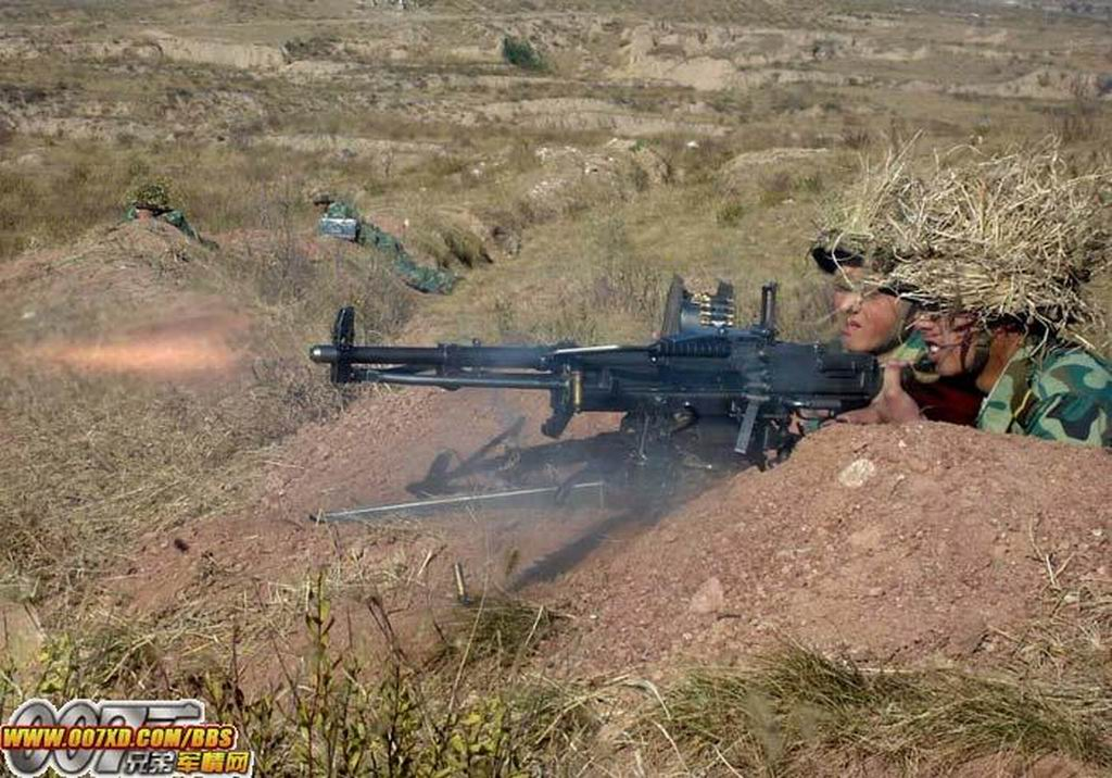 陆军猛图:这是那款重机枪?射击中 大图