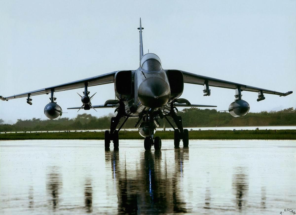 今日空军最猛图:携带新型空地导弹的JH7A大图