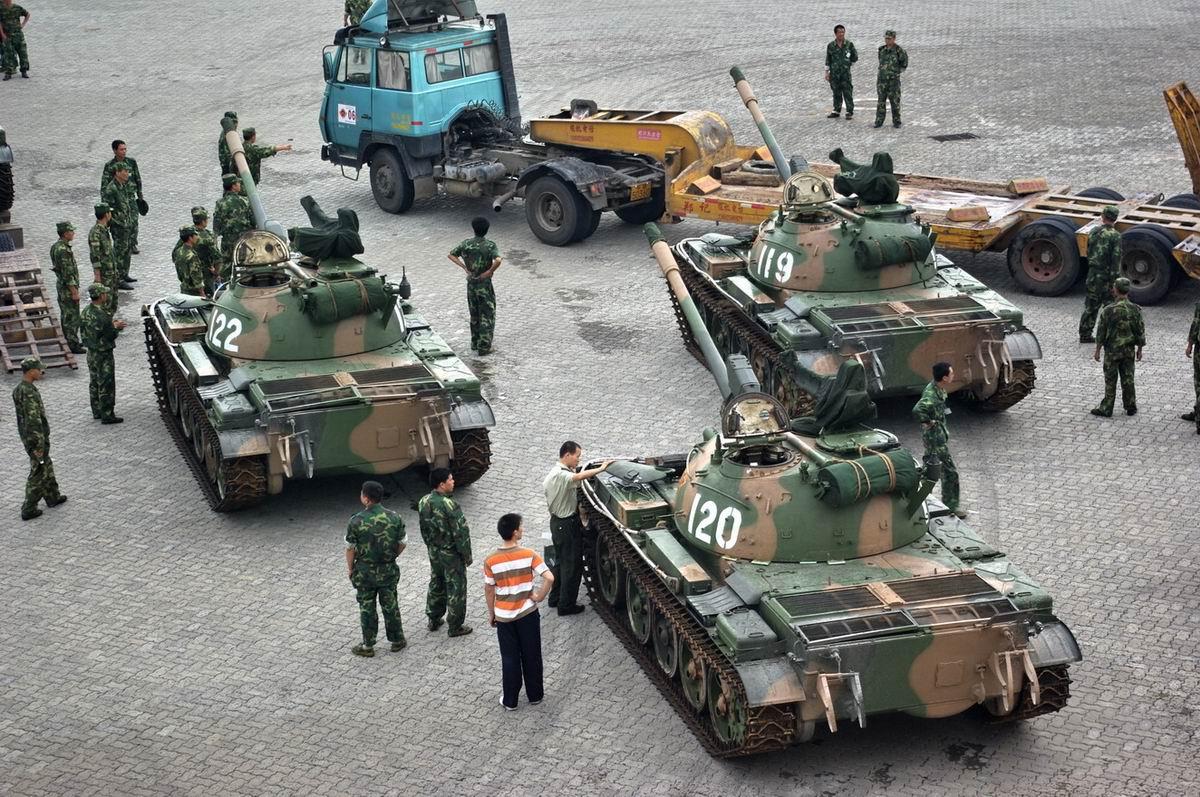 三辆坦克 要上平板车待运 清晰大图