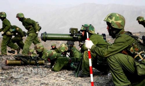 解放军证实1个师开赴中巴边境的喀喇昆仑高原演 (组图)