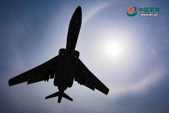 """航迹在后 目标正前!走进空军轰6K""""神威大队"""""""