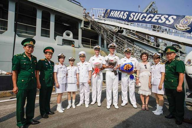 欲对南海不利?美航母刚离开越南澳护卫舰就赴越南访问