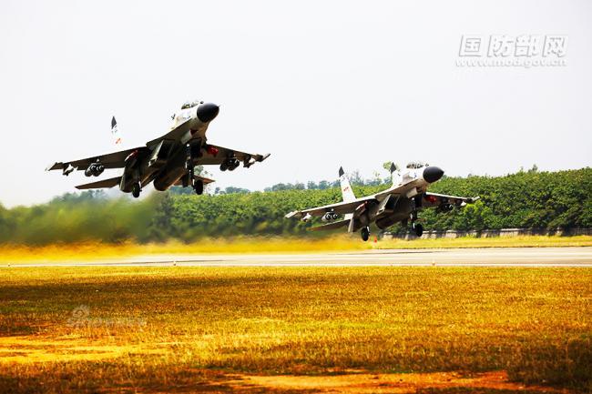 俄战机如何吓跑敌机:中国歼11也用相当动作逼退美机