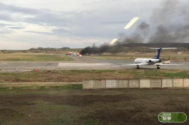 米格-31滑跑时发动机起火 飞行员弃机逃生