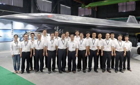 """歼20最猛搭档终于亮相 """"暗剑""""无人机设计领先美一步"""