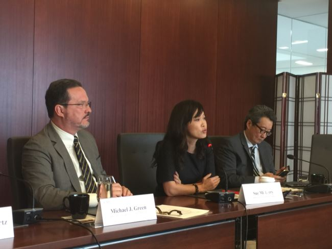 战略与国际研究中心的专家就川金会举行媒体吹风会(美国之音莉雅拍摄)