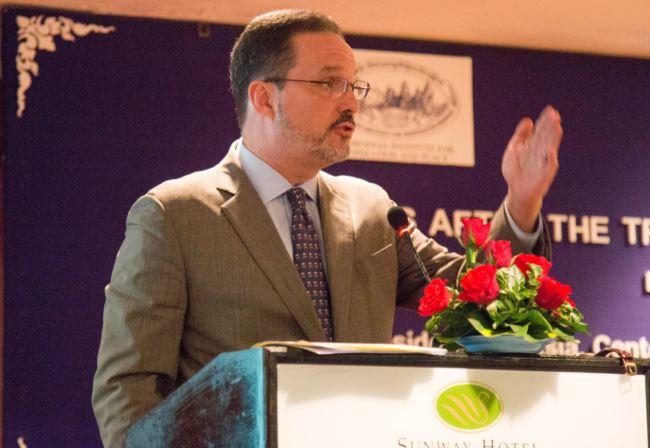 华盛顿国际与战略研究中心亚洲事务高级副总裁格林(Michael Green,2016年7月20日)