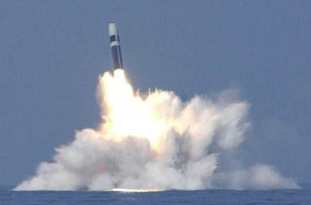 美军潜艇连射3枚洲际导弹 刚起飞就炸了