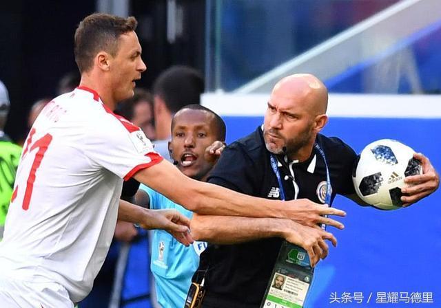 世界杯曼联悍将揍对手教练 引发群殴