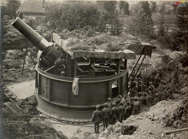 一战时期的420毫米巨型榴弹炮,炮弹比人粗