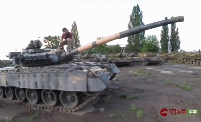 网友潜入乌克兰基地崭新坦克没人管随便开走