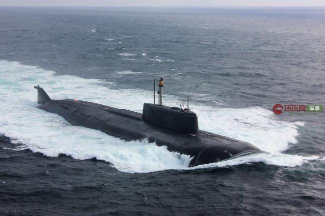 俄核潜艇引航大批军舰途经芬兰湾