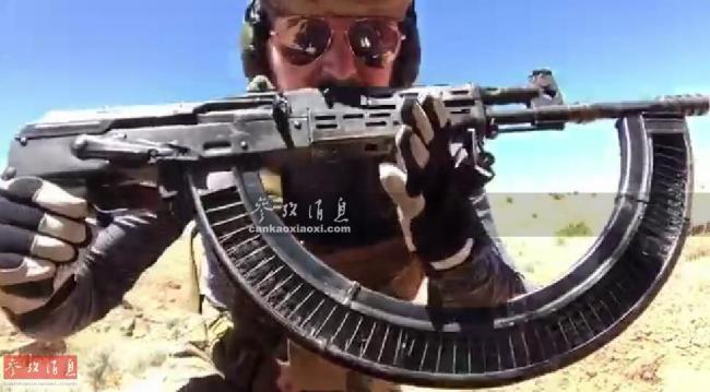 连射100发子弹!美枪迷AK47配魔改弹匣