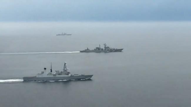 英国派最强战舰监视2艘过境俄军舰