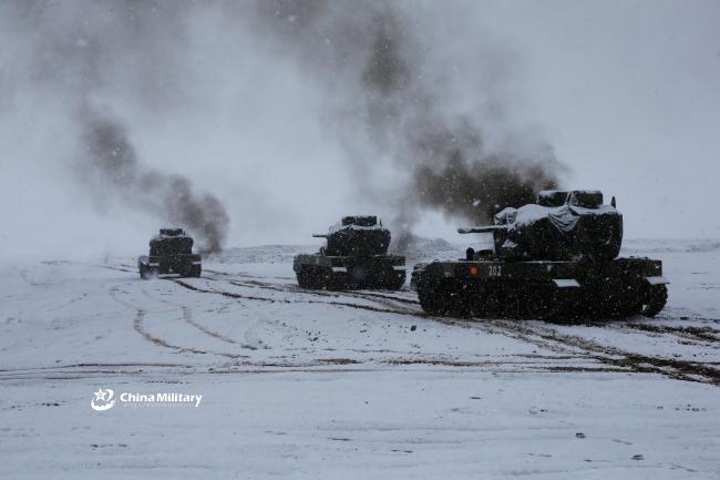 解放军多兵种4000米高原雪天训练