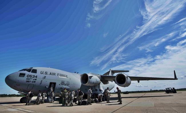 美军C17和KC135纷纷转移躲飓风