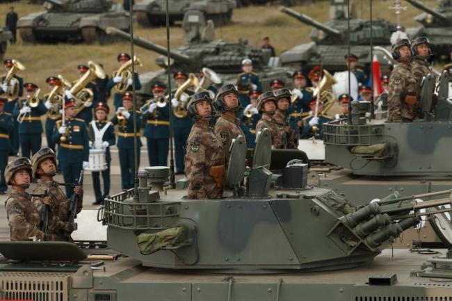 东方2018军演解放军99坦克最为耀眼