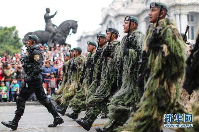 墨西哥举行独立日阅兵士兵整齐划一英姿飒爽