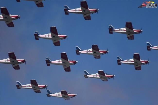 智利舉行盛大閱兵式慶祝獨立日和陸軍節
