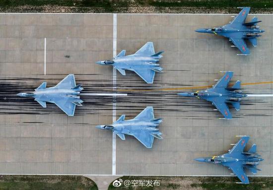 建国69年中国空军都经历了什么:从9架P51到8架歼20