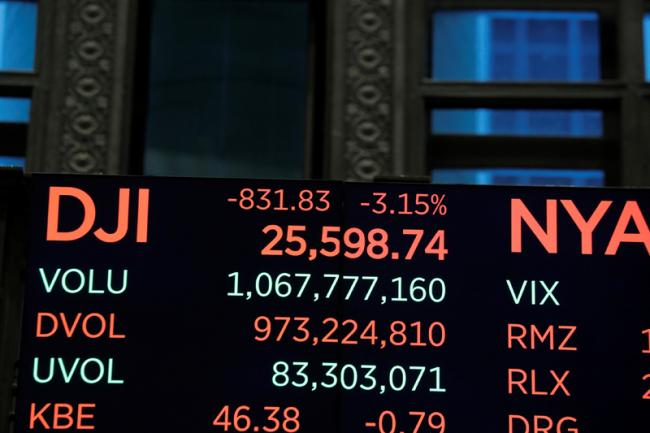 inal-numbers-for-the-Dow-Jones-industrial-average-are-displayed-after-the-close-11.jpg