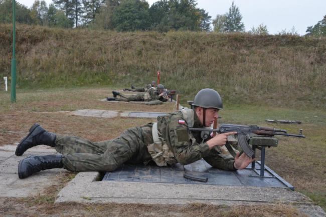 波兰新兵训练:首次射击AKMS突击步枪