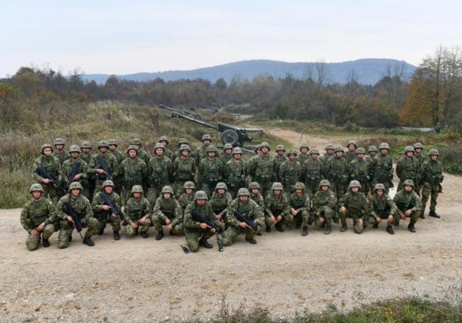 克罗地亚炮兵训练,老式火炮和最新大炮齐射
