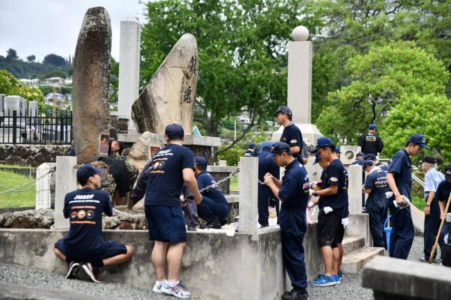 日训练舰抵夏威夷访被美潜艇撞沉日船纪念碑