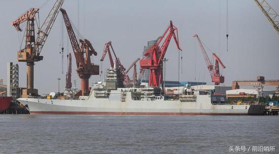 中国海军造舰节奏开始与美同步 054A停建全力生产055