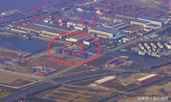 中国又一新型舰载机震撼亮相 张召忠:新添杀手锏