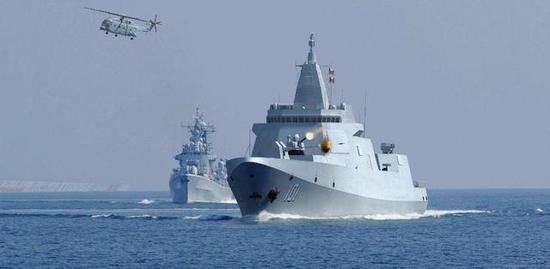 """大连船厂惊现4艘新舰 052E驱逐舰或将开始""""下饺子"""""""