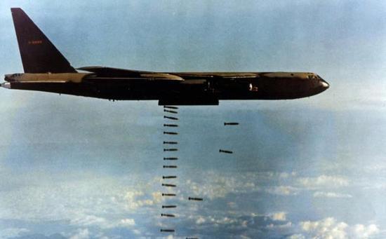 美军B-52服役超过半个世纪 越战中曾被萨姆2击落16架