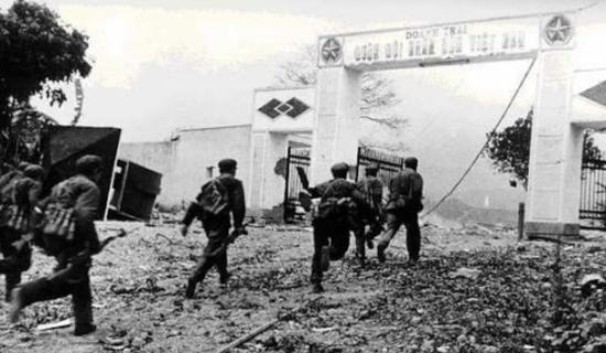 1979年越南被教训后并不甘心 积极备战妄图击败我军