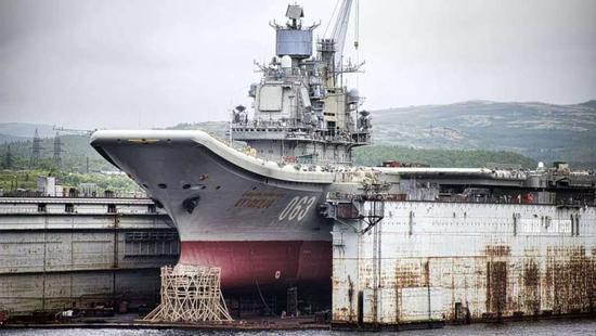 俄承认船坞沉没后航母已无去处 求助中国是最佳选择
