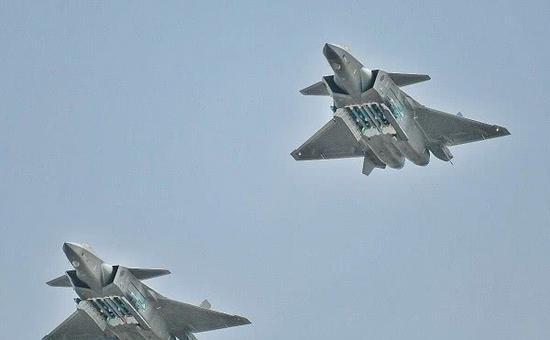 歼20所挂PL15导弹射程或超150公里 可在空中多次点火