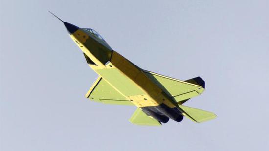 國產隱形戰機FC-31模型亮相航展 未來或將登上航母