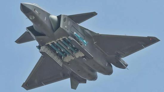 """中國新雷達集合美俄頂級技術 令殲10也能變""""隱身""""機"""