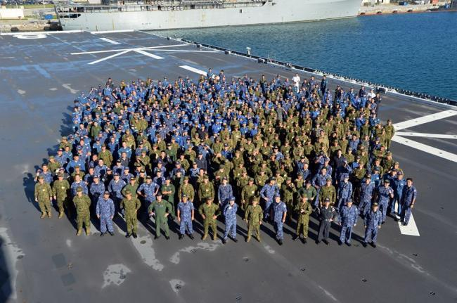 美日航母齐出 举行规模盛大联合训练