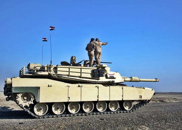 伊拉克使用M1A1主戰坦克進行射擊訓練