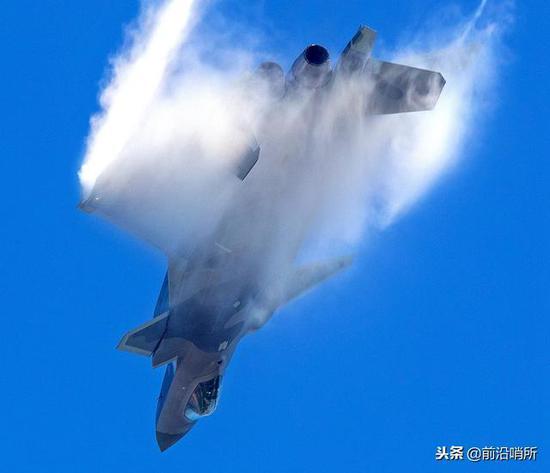 中国歼20表现太具有侵略性 机动性超乎想象