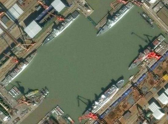 中国造舰产能已提高10倍 可同时造2艘航母7艘055大驱
