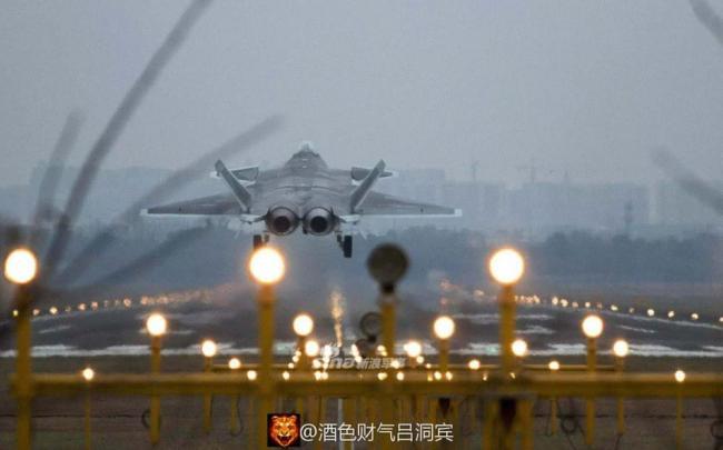 歼-20高清图暴露更多细节 中国航空制造工艺已相当高