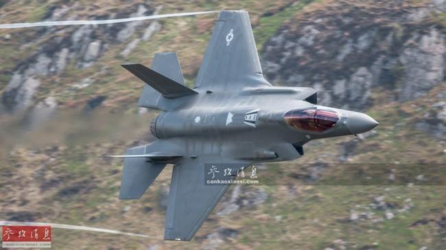美F-35隱身戰機秀空戰機動