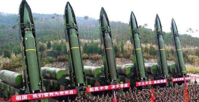 外形酷似巨大子彈:火箭軍同時亮出6枚東風16