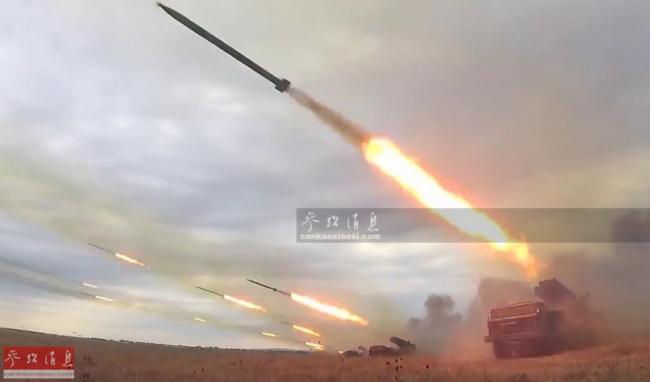 人造流星雨!近观俄军BM-21火箭炮齐射