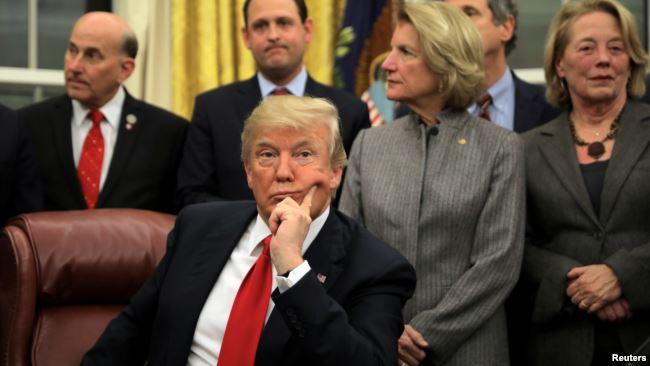 美国总统特朗普在白宫出席一个签字仪式(2018年1月10日)